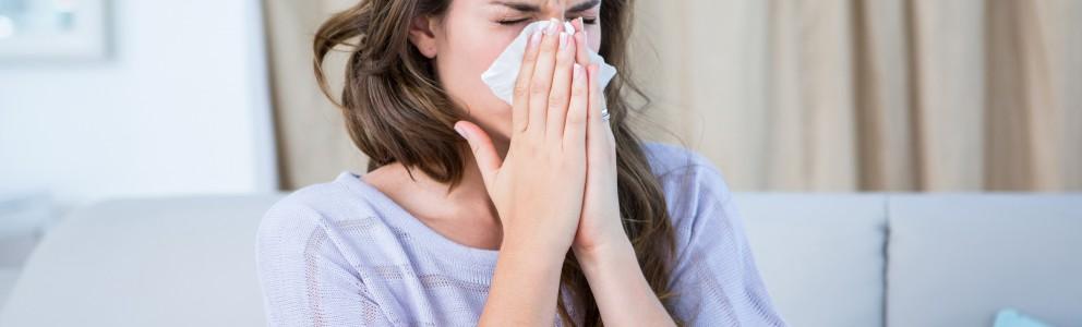 Nasensprays gibt es viele. Die einen helfen gegen Allergien, die anderen bei speziellen Erkrankungen und wieder andere bei einer verletzten Nasenschleimhaut. Wer an Erkältung und Schnupfen leidet, kann sich mit abschwellenden Nasensprays behelfen. Sie machen nicht nur die Nase frei, […]