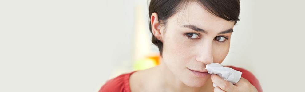 Wer kennt das nicht. Einmal kräftig geschnäuzt und schon ist das Tempo rot. Die Diagnose lautet Nasenbluten (Epistaxis). Das ist zwar sehr nervig, allerdings ist die Ursache in den meisten Fällen ungefährlich. Damit Sie wissen, was zu tun ist, wenn […]